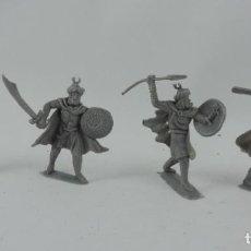 Figuras de Goma y PVC: 4 SARRACENOS DE PECH, MORO, MUSULMAN, REALIZADOS EN PLASTICO, MONOCOLOR. MIDE 7 CMS.. Lote 170707530