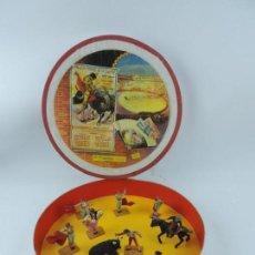 Figuras de Goma y PVC: PLAZA DE TOROS ARTESANAL, CONTIENE REJONEADOR EN GOMA DE PECH MUY RARO, 8 TOREROS Y 1 TORO, CABALL. Lote 170901260