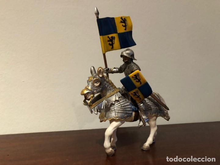 Figuras de Goma y PVC: Schleich. Caballero medieval. abanderado - Foto 2 - 171064600