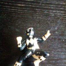 Figuras de Goma y PVC: POWER RANGER NEGRO DE YOLANDA 1995. Lote 171228344