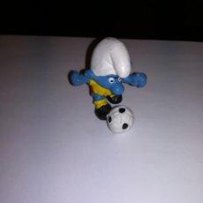 Figuras de Goma y PVC: SCHLEICH FIGURA DE PVC PITUFO FUTBOLISTA MADE IN GERMANY PITUFOS SMURFS. Lote 171272974