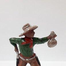 Figuras de Goma y PVC: VAQUERO - COWBOY CON BOLSA DE DINERO . REALIZADO POR LAFREDO . AÑOS 50 EN GOMA. Lote 171440869