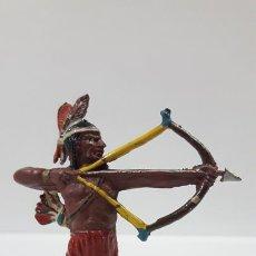 Figuras de Goma y PVC: GUERRERO INDIO CON ARCO . REALIZADO POR TEIXIDO . AÑOS 50 EN GOMA. Lote 171452862