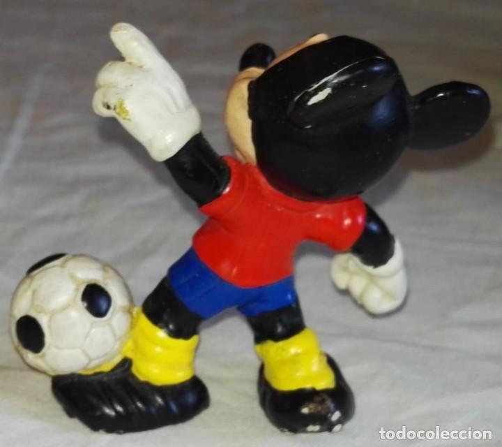 Figuras de Goma y PVC: Figura De Goma - Micky Mouse Futbolista, Selección Española - Bullyland, Disney / Made In Germany - Foto 2 - 171541155