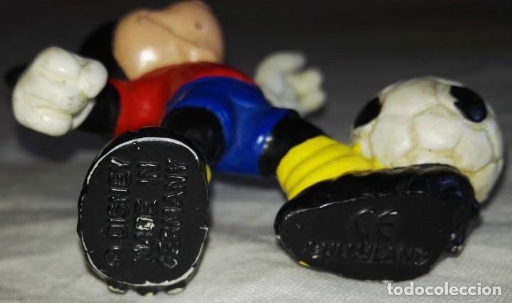 Figuras de Goma y PVC: Figura De Goma - Micky Mouse Futbolista, Selección Española - Bullyland, Disney / Made In Germany - Foto 3 - 171541155