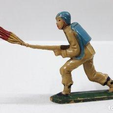 Figuras de Goma y PVC: SOLDADO ESPAÑOL - INFANTERIA . REALIZADO POR TEIXIDO . AÑOS 50 EN GOMA. Lote 171555654