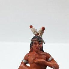Figuras de Goma y PVC: GUERRERO INDIO TOCANDO EL TAMBOR . REALIZADO POR PECH . AÑOS 50 EN GOMA. Lote 171648204