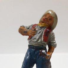 Figuras de Goma y PVC: VAQUERO - COWBOY HERIDO . REALIZADO POR PECH . AÑSO 50 EN GOMA. Lote 171648609
