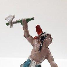 Figuras de Goma y PVC: GUERRERO INDIO ATACANDO . REALIZADO POR LAFREDO . AÑOS 50 EN GOMA. Lote 171724594