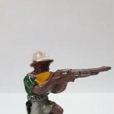 Figuras de Goma y PVC: EXPLORADOR - CAZADOR . REALIZADO POR LAFREDO . SERIE AFRICA MISTERIOSA . AÑOS 50 EN GOMA. Lote 171728362