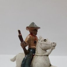 Figuras de Goma y PVC: VAQUERO A CABALLO . POSIBLEMENTE REALIZADO POR CAPELL . AÑOS 50 EN GOMA . ALTURA 5,5 CM. Lote 171732200