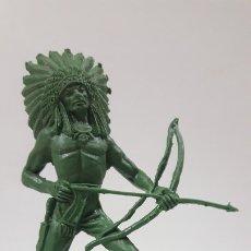 Figuras de Goma y PVC: GUERRERO INDIO . REALIZADO POR COMANSI . SERIE GRANDE . EN PLASTICO MONOCOLOR. Lote 172157038