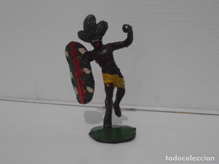 FIGURA GUERRERO CON ESCUDO ARCLA, AFRICA SALVAJE 1955 (Juguetes - Figuras de Goma y Pvc - Arcla)