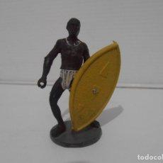 Figuras de Borracha e PVC: FIGURA GUERRERO CON ESCUDO, CUERPO DESMONTABLE, GUERREROS AFRICANOS, GAMA. Lote 172367109