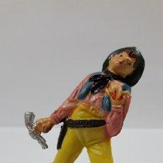 Figuras de Goma y PVC: VAQUERO - COWBOY HERIDO . REALIZADO POR TEIXIDO . AÑOS 50 EN GOMA. Lote 172732715