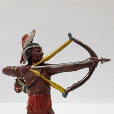 Figuras de Goma y PVC: GUERRERO INDIO CON ARCO . REALIZADO POR TEIXIDO . AÑOS 50 EN GOMA. Lote 172764050