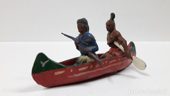 Figuras de Goma y PVC: CANOA INDIA CON REMERO Y EXPLORADOR . REALIZADA POR GAMA . AÑOS 50 EN GOMA - Foto 2 - 172874535