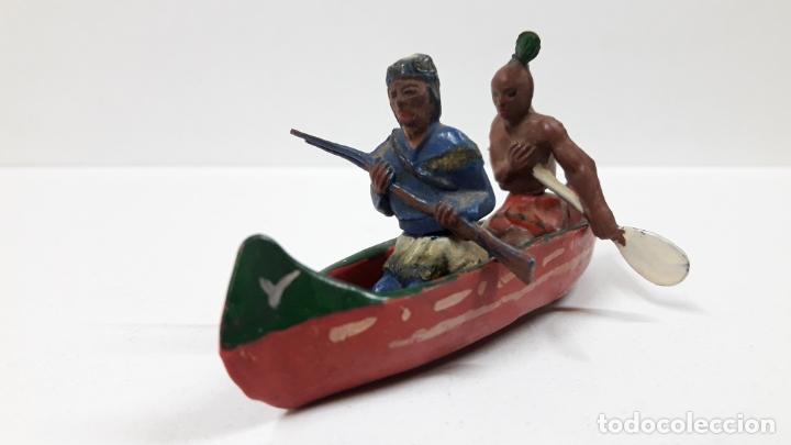 CANOA INDIA CON REMERO Y EXPLORADOR . REALIZADA POR GAMA . AÑOS 50 EN GOMA (Juguetes - Figuras de Goma y Pvc - Gama)
