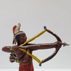 Figuras de Goma y PVC: GUERRERO INDIO CON ARCO . REALIZADO POR TEIXIDO . AÑOS 50 EN GOMA. Lote 173041518