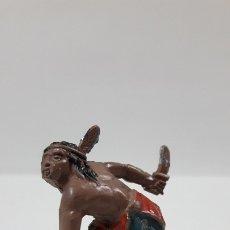 Figuras de Goma y PVC: GUERRERO INDIO - SERIE PEQUEÑA . REALIZADO POR LAFREDO . AÑOS 50 EN GOMA. Lote 173145613