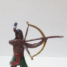 Figuras de Goma y PVC: GUERRERO INDIO CON ARCO . REALIZADO POR JECSAN . AÑOS 50 EN GOMA. Lote 173158595