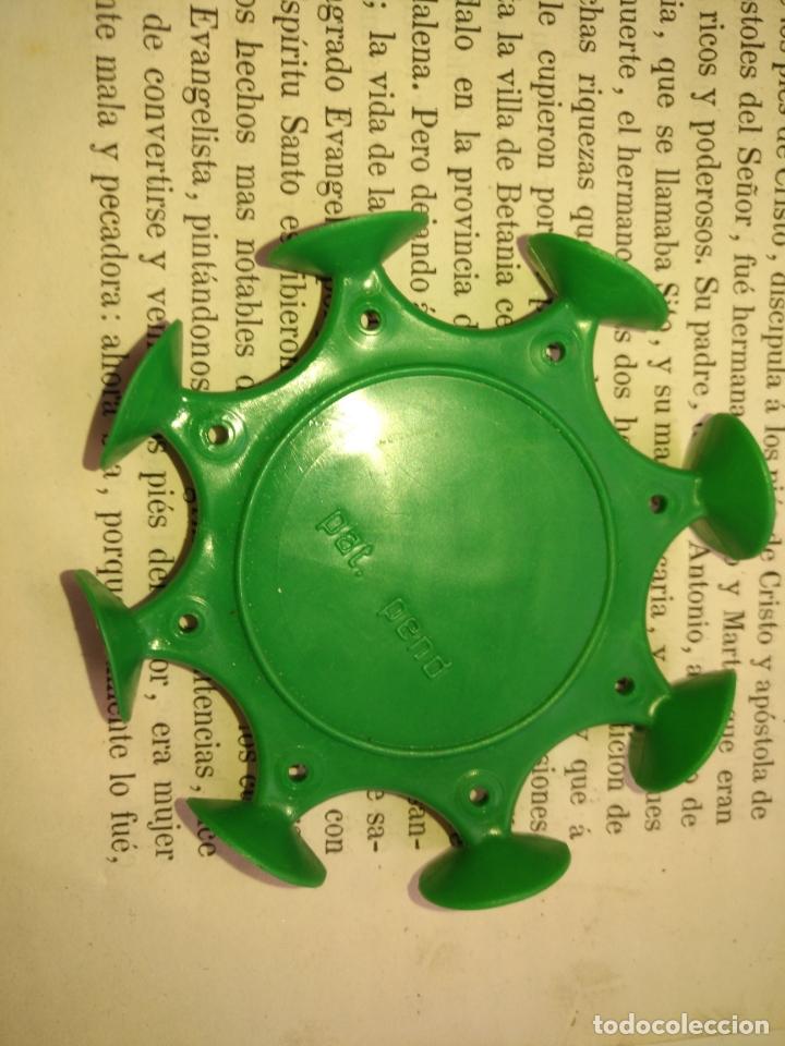 Dispensador Pez: antiguo DISPARADOR GOMA VENTOSAS DE PEZ chuponas - verde de dispensadores caramelos dulces unzue - Foto 2 - 205528051
