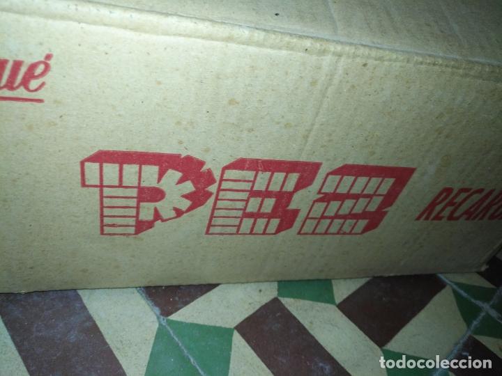 Dispensador Pez: HAGA SU OFERTA gran caja vacia recargas D dispensadores pez dulces unzue pamplona españa expositores - Foto 2 - 174101607