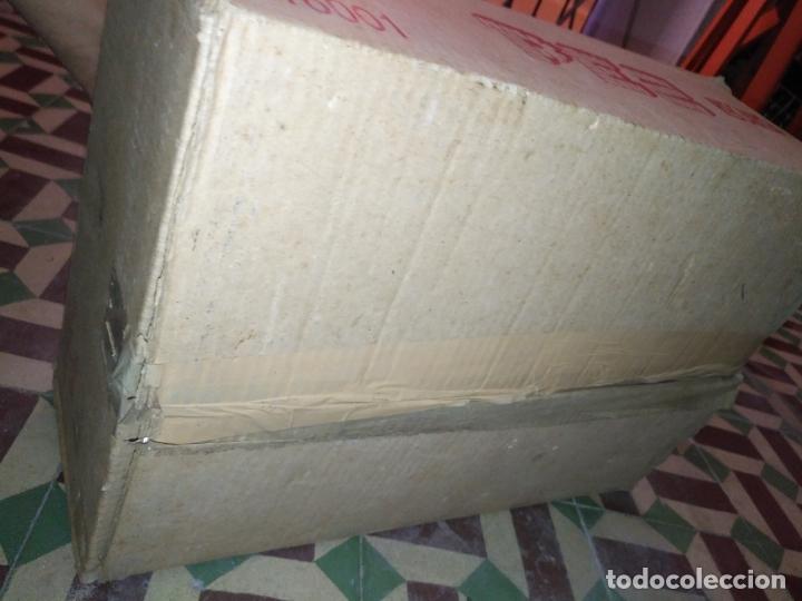 Dispensador Pez: HAGA SU OFERTA gran caja vacia recargas D dispensadores pez dulces unzue pamplona españa expositores - Foto 7 - 174101607