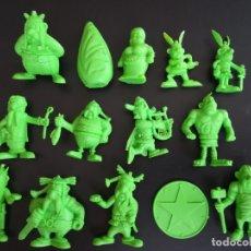 Figuras de Goma y PVC: FIGURAS DUNKIN ASTERIX MONOCROMAS COLOR VERDE - MARCA UDERZO 80 Y MOTTA. Lote 174677328