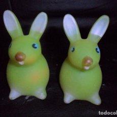 Figuras de Goma y PVC: 2 CONEJOS - ANTIGUA FIGURAS GOMA BLANDA MADE IN SPAIN-. Lote 175089539