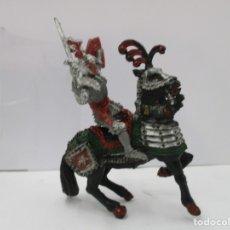 Figuras de Goma y PVC: CABALLERO MEDIEVAL CRUZADO - ESPADA Y ESCUDO ROJO - CABALLO NEGRO - ORIGINAL LAFREDO. Lote 175102264
