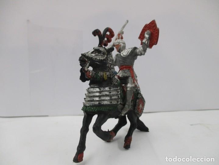 Figuras de Goma y PVC: CABALLERO MEDIEVAL CRUZADO - ESPADA Y ESCUDO ROJO - CABALLO NEGRO - ORIGINAL LAFREDO - Foto 2 - 175102264