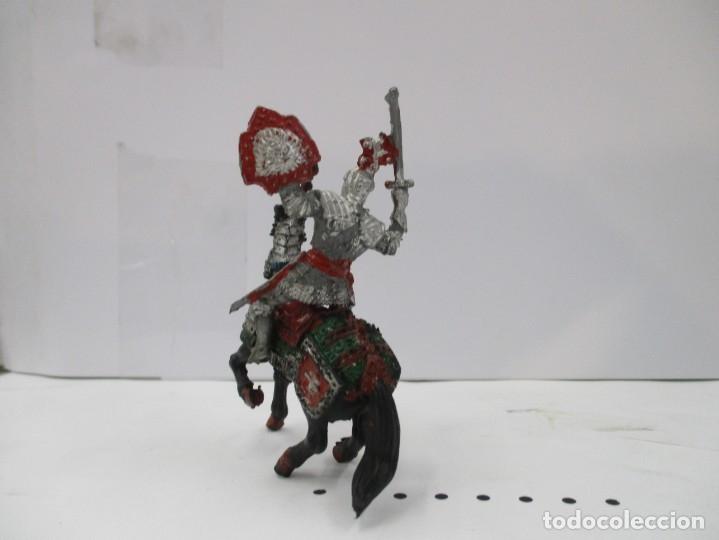 Figuras de Goma y PVC: CABALLERO MEDIEVAL CRUZADO - ESPADA Y ESCUDO ROJO - CABALLO NEGRO - ORIGINAL LAFREDO - Foto 3 - 175102264