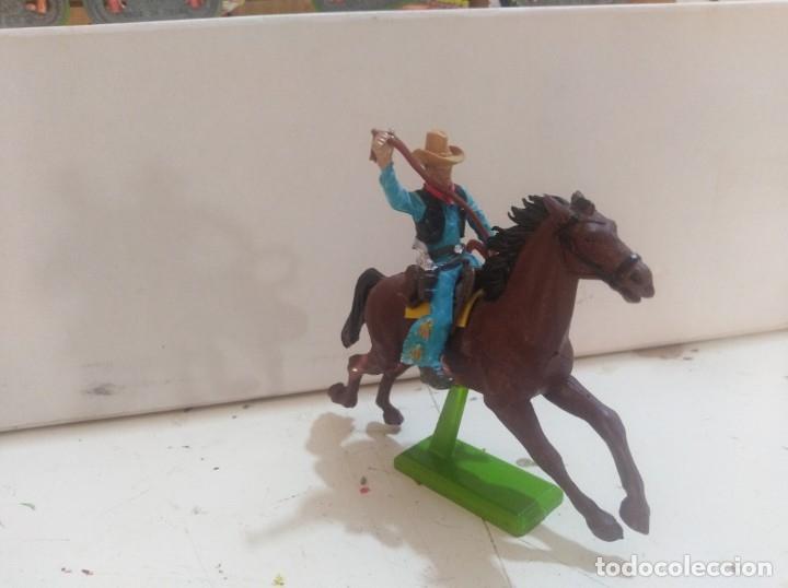 Figuras de Goma y PVC: Figura de goma Britains deeteil 1971vaqueros indios oeste fart west a caballo - Foto 2 - 175450533