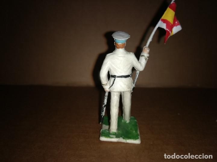 Figuras de Goma y PVC: FIGURA DE PLASTICO ABANDERADO MARINA REAMSA ORIGINAL AÑO 1970 - Foto 2 - 175460743