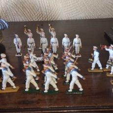 Figuras de Borracha e PVC: 28 SOLDADOS FRANCESES DE LA MARINA, MARCA STARLUX. Lote 175481174