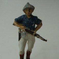 Figuras de Goma y PVC: FIGURA CAZADOR DE SERIE NEGROS Y SAFARI DE PECH.. Lote 175709447