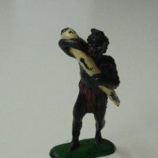 Figuras de Goma y PVC: FIGURA NEGRO AFRICANO PORTEADOR DE LA SERIE NEGROS Y SAFARI DE PECH.. Lote 175711579