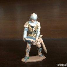 Figuras de Goma y PVC: REAMSA . GUERRERO MEDIEVAL , SERVIDOR DE CATAPULTA. FIGURA ORIGINAL. Lote 175770694