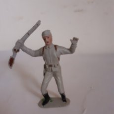Figuras de Goma y PVC: JECSAN SOLDADO CONFEDERADO SUDISTA RINDIENDOSE PLASTICO. Lote 175780315