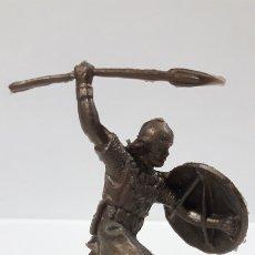 Figuras de Goma y PVC: GUERRERO MEDIEVAL . REALIZADO EN LOS AÑOS 60 / 70 . EN PLASTICO MONOCOLOR. Lote 175996947