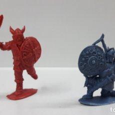 Figuras de Borracha e PVC: DOS VIKINGOS . REALIZADO EN LOS AÑOS 60 / 70 . EN PLASTICO MONOCOLOR. Lote 175997243