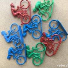 Figuras de Goma y PVC: LOTE 8 CICLISTAS - MARCA MONTAPLEX - AÑOS 60. Lote 176000300