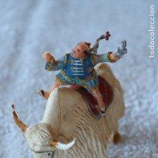 Figuras de Goma y PVC: SING LI MONTADO EN YAK - ESTEREOPLAST - COSACO VERDE. Lote 176060193