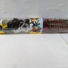 Figuras de Goma y PVC: TUBO CON FIGURAS Y COMPLEMENTOS ,INDIOS,COWBOYS,SOLDADOS. Lote 176080722