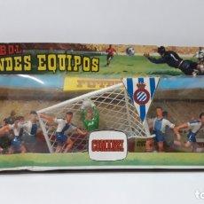 Figuras de Goma y PVC: CAJA ORIGINAL GRANDES EQUIPOS - REAL CLUB DEPORTIVO ESPAÑOL . REALIZADA POR COMANSI . AÑOS 70. Lote 176105717