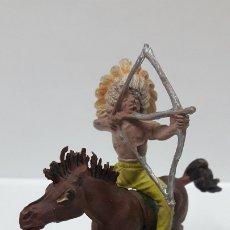 Figuras de Goma y PVC: GUERRERO INDIO A CABALLO . REALIZADO POR PECH . AÑOS 50 EN GOMA. Lote 176108345