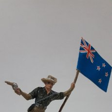 Figuras de Goma y PVC: SOLDADO ABANDERADO AUSTRALIANO . REALIZADO POR PECH . AÑOS 60. Lote 176108939