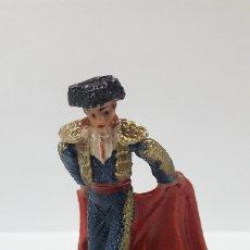 Figuras de Goma y PVC: TORERO DANDO UN PASE . REALIZADO POR TEIXIDO . AÑOS 60. Lote 176368093