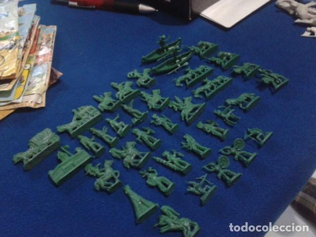 Figuras de Goma y PVC: LOTE MONTAPLEX ( 39 FIGURAS INDIOS Y VAQUEROS ) - Foto 2 - 176458204